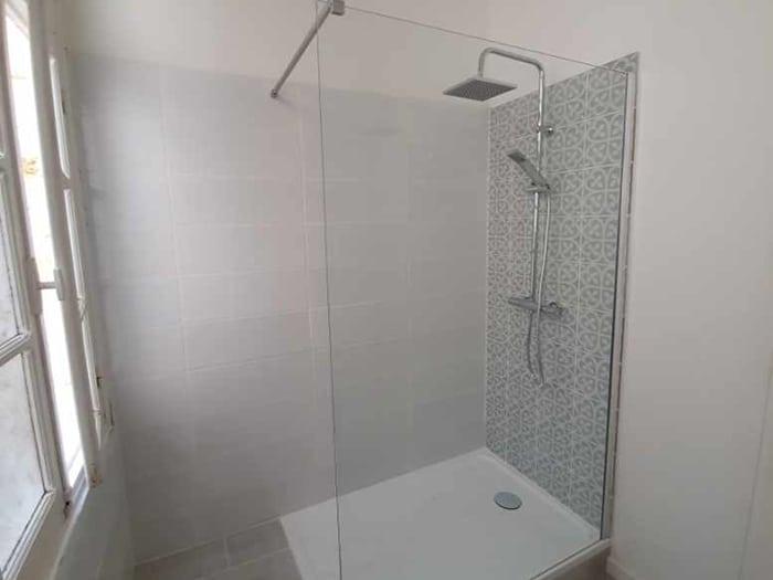 Finalisation-de-la-nouvelle-douche-salle-de-bain