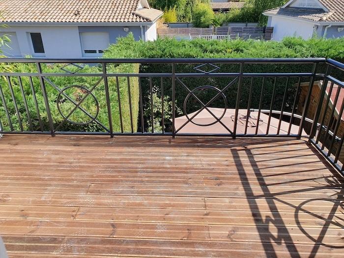 Balcon extérieur avec revetement bois
