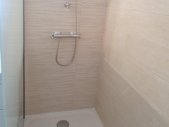 Nouveau bac de douche salle de bain