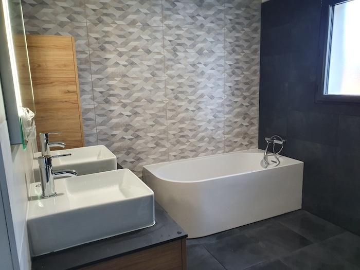 Aperçu complet de la salle de bain terminée